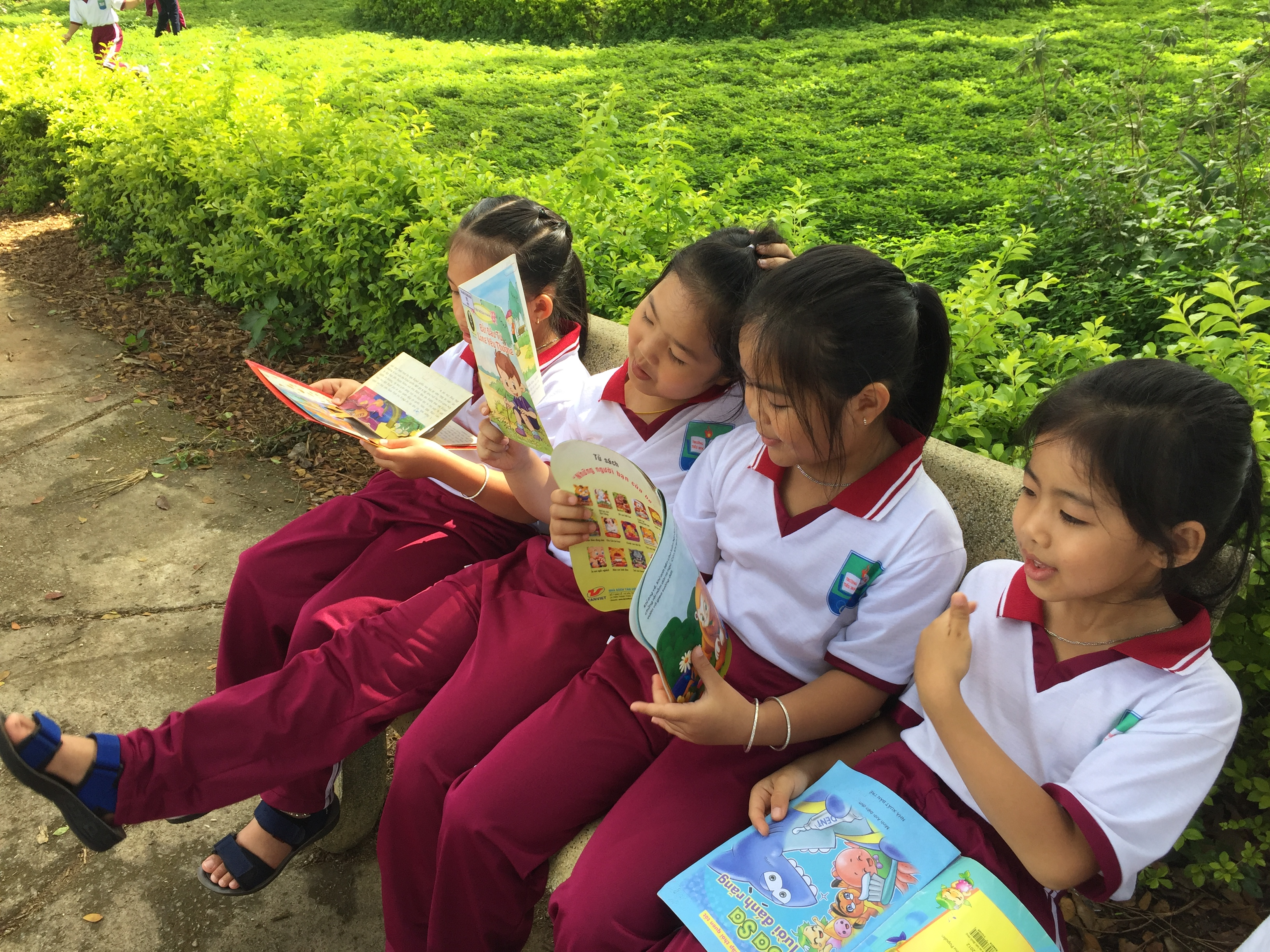 """Khơi dậy văn hóa đọc từ mô hình """"Thư viện xanh"""" tại trường TH Nghĩa Hiệp"""