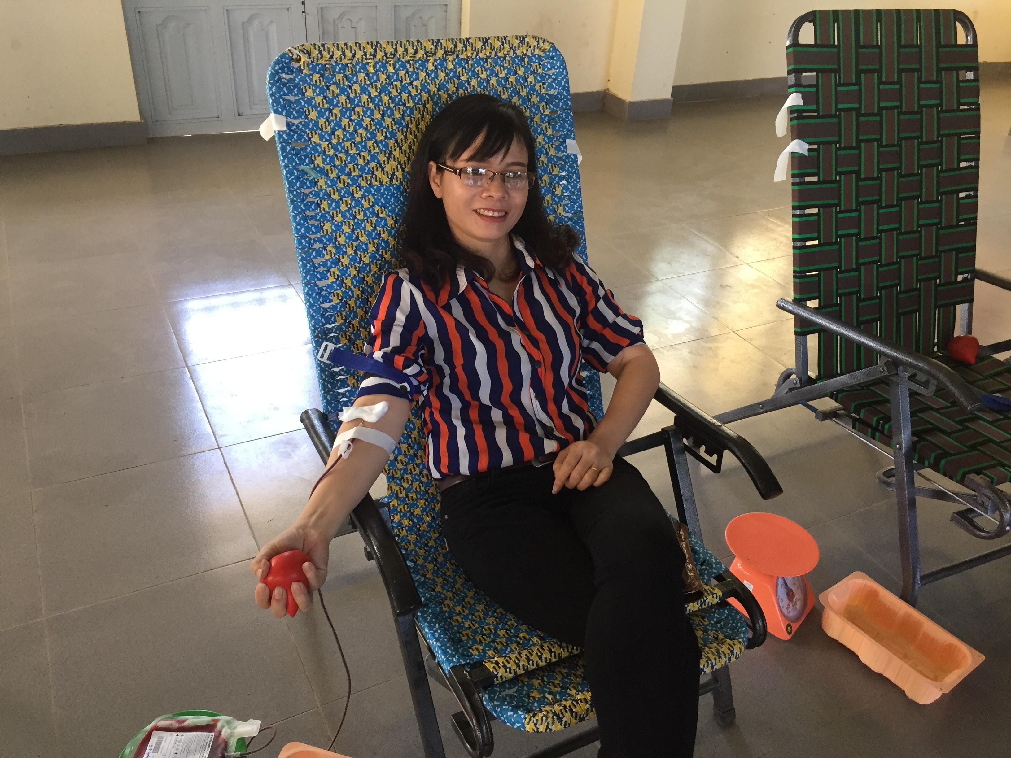Trường TH Nghĩa Hiệp tham gia hiến máu tình nguyện tại UBND xã Phú Hội